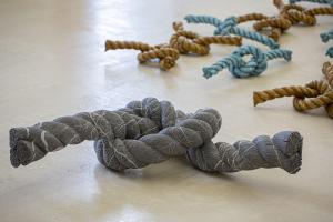Herbert Meusburger: Knoten aus Kalkstein (© Petra Rainer)