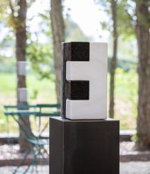 O.T., Granit/Marmor, 2020 (Foto: Petra Rainer)
