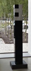 Stele: O.T., Granit/Marmor, 2020 (Foto: Kapi)