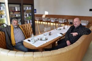 Herbert Meusburger (l.) im Gespräch mit dem Direktor des Vorarlberg Museums Andreas Rudigier (Foto: Karlheinz Pichler)