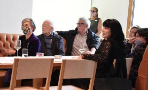 Vernissagengäste aus der Zürcher Kulturszene (Foto: Kapi)
