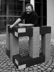 Achtteilige Granitskulptur