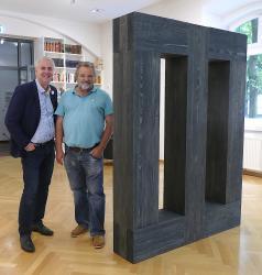 Bildhauer Herbert Meusburger (rechts) mit Heimo Stempfl, Leiter des Robert-Musil-Literatur-Museum Klagenfurt (Foto- Dieter Resei, Agentur Zeitpunkt)