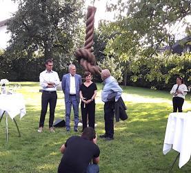 V.l.n.r.: Landshauptmann Markus Wallner, Bundespräsident Alexander van der Bellen, Gemahlin Doris Schmidauer, Bildhauer Herbert Meusburger (© Jörg Meusburger)
